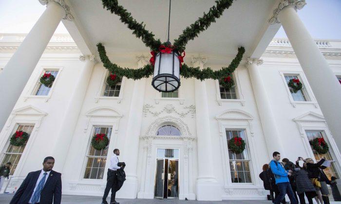 Christmas decorations at the White House in Washington on Nov. 27, 2017. (Samira Bouaou/The Epoch Times)