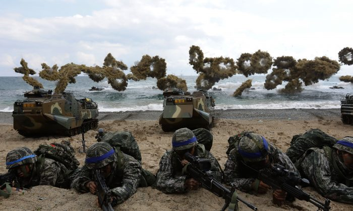 South Korean marines participate in an amphibious landing operation with U.S. troops along Pohang seashore on April 2, 2017 in Pohang, South Korea. (Chung Sung-Jun/Getty Images)