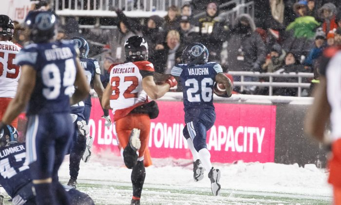 Toronto's Cassius Vaughn returns a Calgary fumble 109 yards for a touchdown during the 105th Grey Cup at TD Place Stadium on Nov. 26, 2017 in Ottawa. (Andre Ringuette/Getty Images)