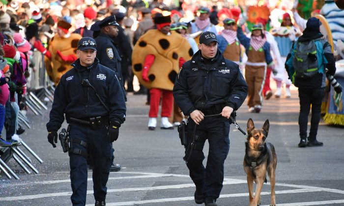 A New York City Police Department K-9 unit patrols on Central Park West during the 91st Annual Macy's Thanksgiving Day Parade in New York City on Nov. 23, 2017.  (Dia Dipasupil/Getty Images)