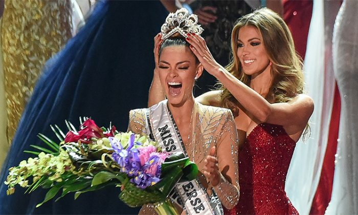 Miss South Africa 2017, Demi-Leigh Nel-Peters (L), is crowned new Miss Universe 2017 by Miss Universe 2016, Iris Mittenaere, on Nov. 26, 2017 in Las Vegas, Nevada. (Patrick Gray/AFP/Getty Images)