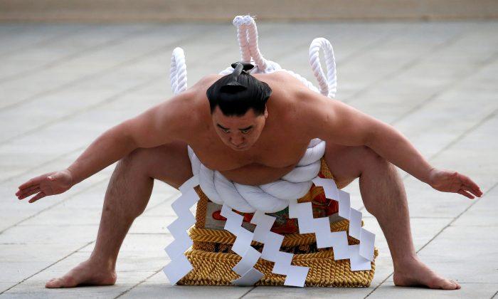 Mongolian-born grand sumo champion Yokozuna Harumafuji performs the New Year's ring-entering rite at the annual celebration for the New Year at Meiji Shrine in Tokyo, Japan Jan. 6, 2017. (Reuters/Issei Kato/File Photo)