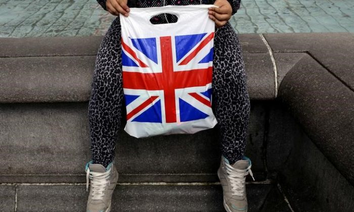 A woman holds a Union Flag shopping bag in London, Britain April 23, 2016. (Reuters/Kevin Coombs/File Photo)