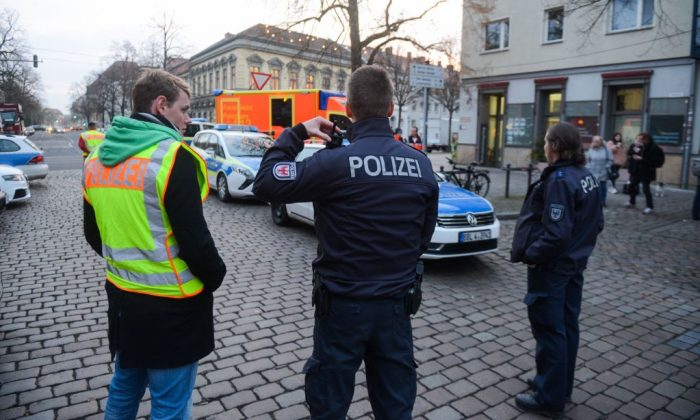 Police officers evacuate the streets around a Christmas market in Potsdam, eastern Germany, on December 1, 2017. (Julian Stahle/AFP/Getty Images)