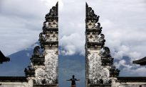 Bali Volcano Shoots New Burst of Ash; Flights Unaffected