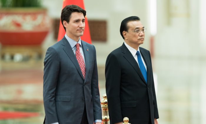 Canadian Prime Minister Justin Trudeau and Chinese Premier Li Keqiang during a welcoming ceremony inside the Great Hall of the People on Dec. 4, 2017 in Beijing. (Lintao Zhang/Getty Images)