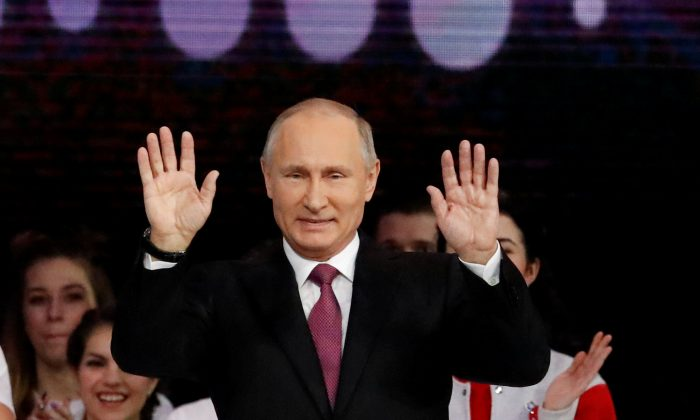 Russian President Vladimir Putin greets the audience at the congress of volunteers in Moscow, Russia on Dec. 6, 2017. (REUTERS/Sergei Karpukhin)