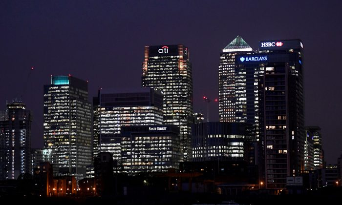 Office blocks of Citi, Barclays, and HSBC banks are seen at dusk in the Canary Wharf financial district in London, Britain November 16, 2017. (Reuters/Toby Melville/File Photo)
