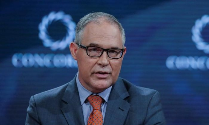 Scott Pruitt,Administrator of the U.S. Environmental Protection Agency, answers a question during the Concordia Summit in Manhattan, New York, U.S., Sept. 19, 2017. (Reuters/Jeenah Moon)