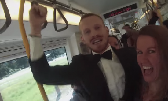Guy gets on train to 'spread happiness'—the reaction he gets is the best