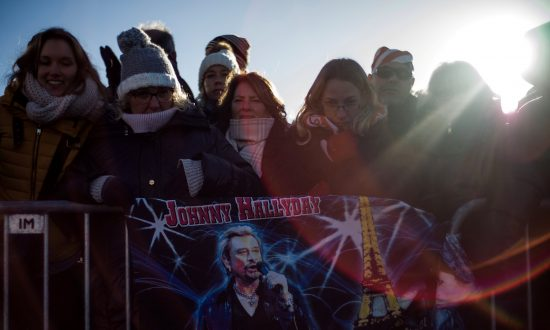 Thousands Mourn Rock Idol Hallyday at Paris Memorial