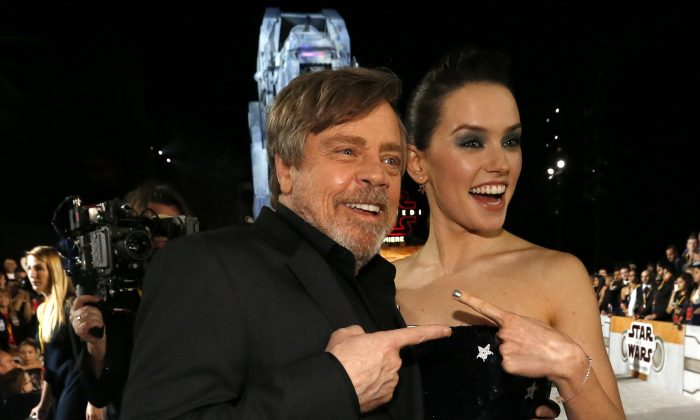 """Actors Mark Hamill and Daisy Ridley at the World Premiere of """"Star Wars: The Last Jedi"""" in Los Angeles, December 9, 2017. (Reuters/Mario Anzuoni)"""