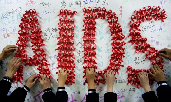 In China, A Successful AIDS Lawsuit Stands in Contrast to the State's Treatment of AIDS Patients