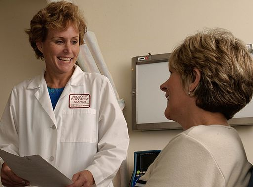 Doctor talking to a patient (National Cancer Institute (NCI)/Wikicommons)