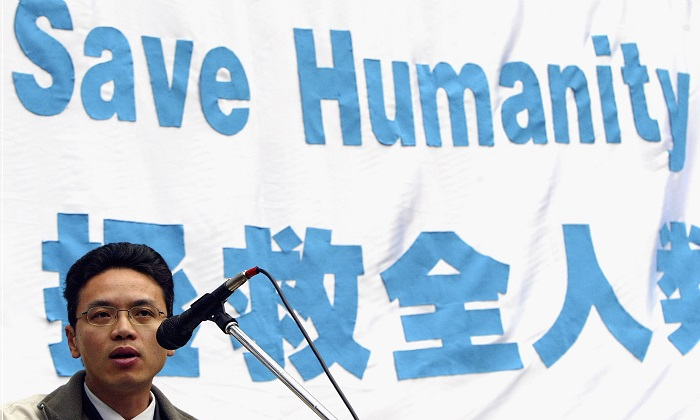 A file image of Chen Yonglin, the former Chinese diplomat not long after he defected to Australia from China, addressing a crowd during a rally at Belmore Park June 26, 2005 in Sydney. Chen is now a member of the Australian Values Alliance, a Chinese community group opposed to the influence of the Chinese Communist Party in Australia. (Mark Kolbe/Getty Images)
