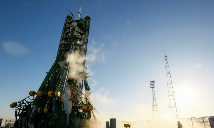 The Soyuz MS-07 spacecraft rests on its launchpad shortly before the blast off with International Space Station (ISS) crew members Norishige Kanai of Japan, Anton Shkaplerov of Russia and Scott Tingle of the U.S. at Baikonur Cosmodrome, Kazakhstan December 17, 2017. (Reuters//Shamil Zhumatov)