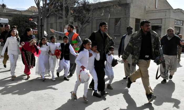 Policemen guide people after gunmen attacked the Bethel Memorial Methodist Church in Quetta, Pakistan December 17, 2017. (Reuters/Naseer Ahmed)