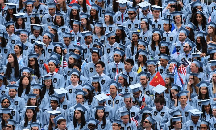 Graduating students attend the Columbia University 2016 Commencement ceremony in New York May 18, 2016. / AFP / TIMOTHY A. CLARY        (Photo credit should read TIMOTHY A. CLARY/AFP/Getty Images)