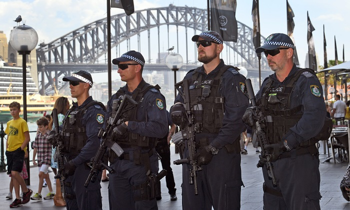 NSW police armed with military-style machine guns for New Year's Eve