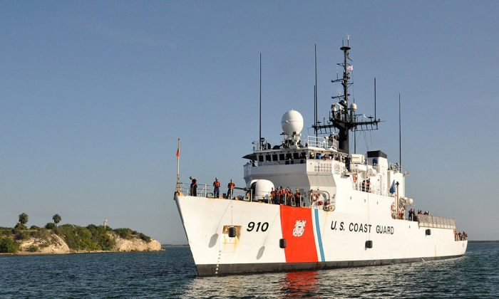U.S. Coast Guard cutter Thetis sent out a patrol boat that found a sea turtle entangled in cord tying together packages of cocaine. (By Chief Petty Officer Bill Mesta (https://www.dvidshub.net/image/288820) [Public domain], via Wikimedia Commons)