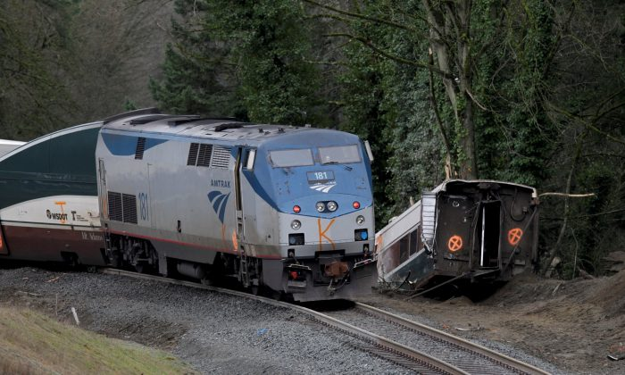 The scene where an Amtrak passenger train derailed on a bridge over interstate highway I-5  in DuPont, Washington, Dec. 18, 2017. (Reuters/Steve Dipaola/File Photo)