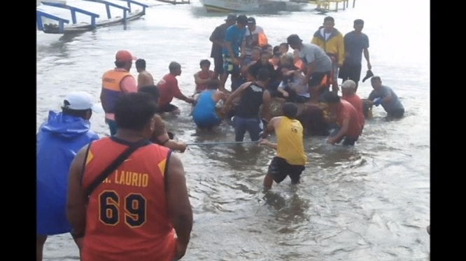 Philippines' coast guard rescues 252 passengers from capsized ferry