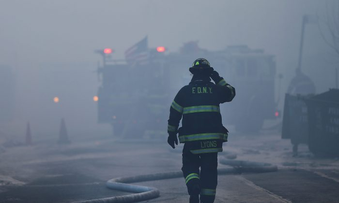 Fire Department of New York (FDNY) firefighter in New York City on Jan. 31, 2015. (Spencer Platt/Getty Images)