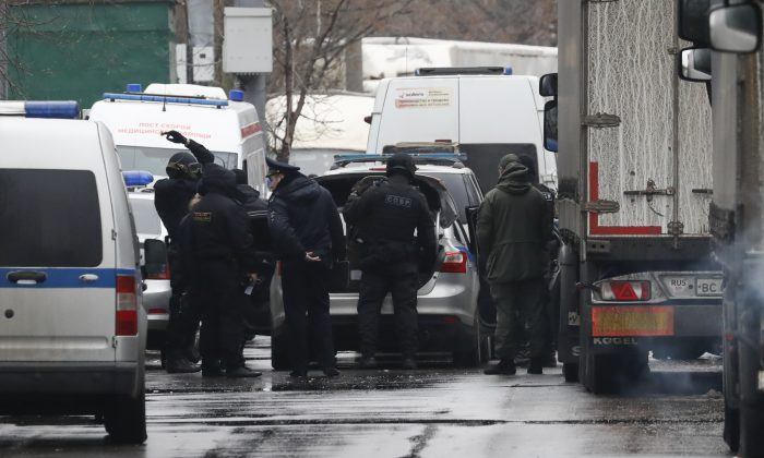 """Members of law enforcement services gather after a gunman opened a fire in the pastry-making factory """"Menshevik"""" in Moscow, Russia Dec. 27, 2017. (Reuters/Sergei Karpukhin)"""
