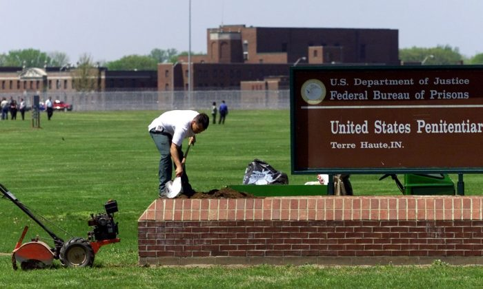 An inmate at the federal prison in Terre Haute, Ind., works on the sign, in April 2001. (JEFF HAYNES/AFP/Getty Images)