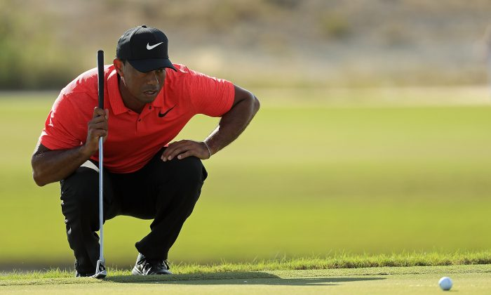 Tiger Woods lines up a putt on the 18th hole during the final round of the Hero World Challenge at Albany, Bahamas on Dec. 3, 2017 in Nassau, Bahamas. (Mike Ehrmann/Getty Images)