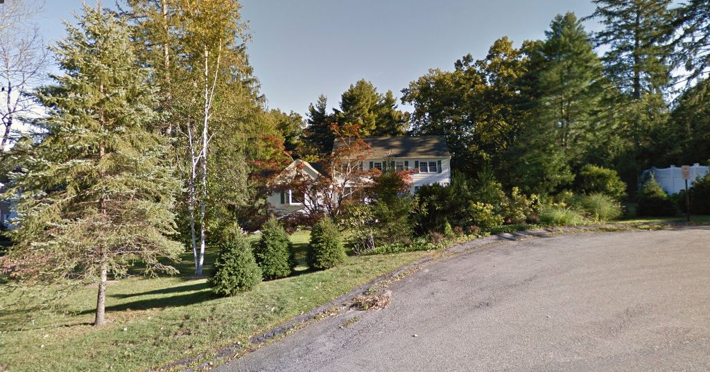 The Clintonsu0027 Home At 15 Old House Lane In Chappaqua, New York. (Google  Street View)