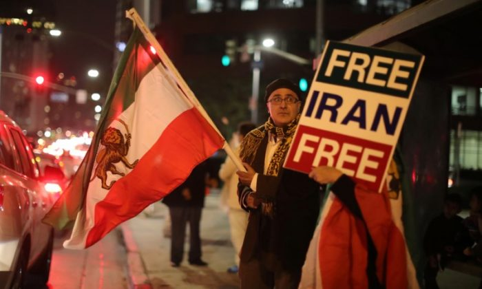 People protest in Los Angeles, California, U.S., in support of anti-government protesters in Iran, Jan. 3, 2018. (Reuters/Lucy Nicholson)