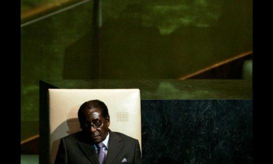 Former Zimbabwe Ministers Loyal to Mugabe Charged With Corruption