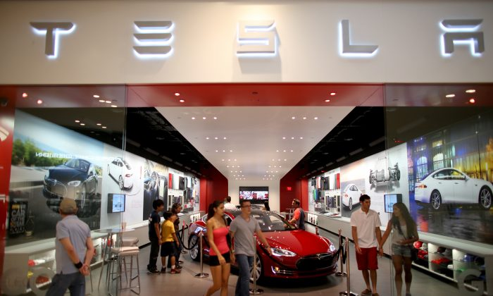 A Tesla dealership in the Dadeland Mall in Miami on on June 6, 2013. (Joe Raedle/Getty Images)
