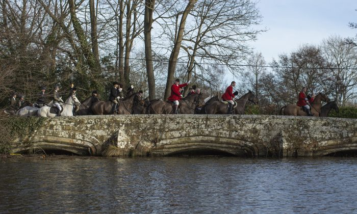 Riders proceed on their horses as The 'Old Surrey and West Kent Boxing Day Hunt' gets under way on December 26, 2017 in Chiddingstone Causeway, England. (Dan Kitwood/Getty Images)