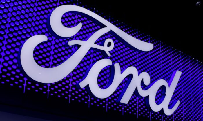 The Ford Motor Company logo is pictured at the Los Angeles Auto Show in Los Angeles, California, U.S., November 30, 2017.      (REUTERS/Mike Blake/File Photo)