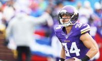 Vikings' Andrew Sendejo Rushed Off Field After Taking Nasty Hit