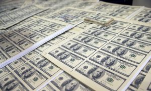 People Arrested for Passing Counterfeit Cash in 11 States, Here's How to Spot the Fakes