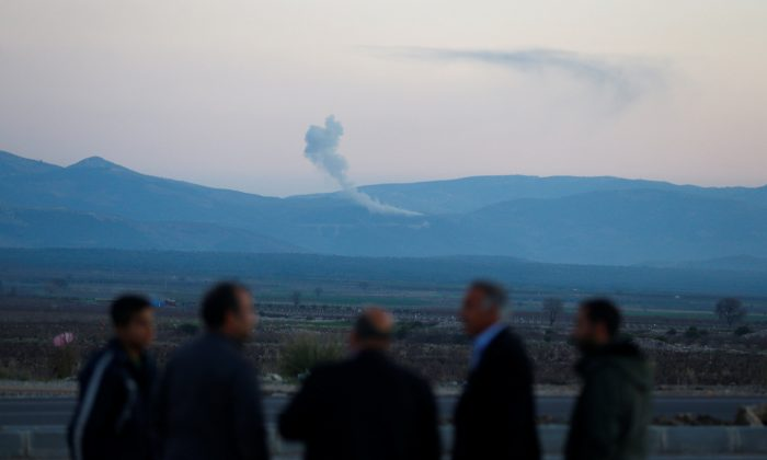 Smoke rises from the Syria's Afrin region, as it is pictured from near the Turkish town of Hassa, on the Turkish-Syrian border in Hatay province, Turkey January 20, 2018. (Reuters/Osman Orsal)