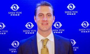 CEO Enjoys the Positivity of Shen Yun Performance