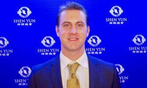 CEO Enjoys the Positivity of Shen Yun Performance