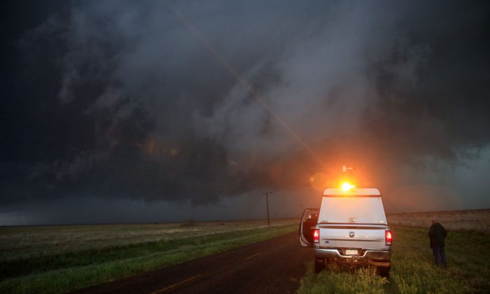 A supercell thunderstorm as it bears down on the area in Lamb County, Texas on May 9, 2017.  (Drew Angerer/Getty Images)