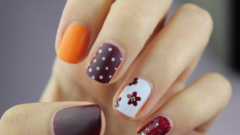 Woman Could Lose Use of Her Thumb After Getting Fake Nails | The ...