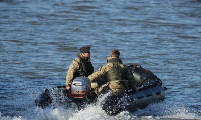 A Royal Navy bomb disposal team investigate George V Dock after an unexploded 500kg World War Two bomb was found in the River Thames on February 12, 2018 in London, England. (Dan Kitwood/Getty Images)