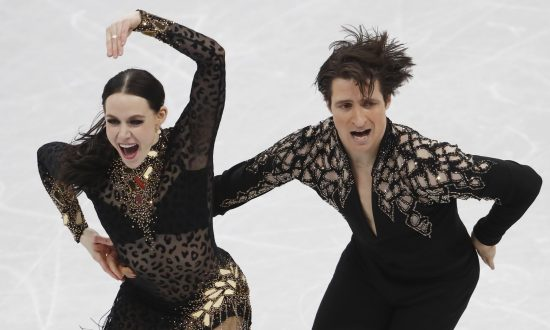 Virtue, Moir Break World Record in Ice Dance
