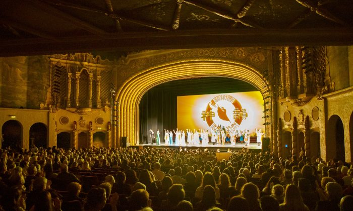 Shen Yun audience at the Orpheum Theater in Phoenix, Arizona in the United States, on Feb. 20, 2018. (Yuli Li/The Epoch Times)