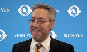 CEO: Shen Yun Is 'Something You Need to Experience'