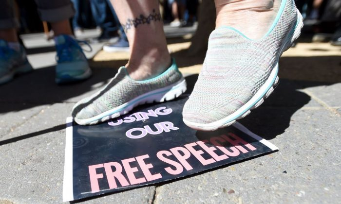 A woman stomps on a free speech sign after conservative commentator Milo Yiannopoulos spoke to a crowd of supporters on the University of California– Berkeley campus on Sept. 24, 2017. (JOSH EDELSON/AFP/Getty Images)