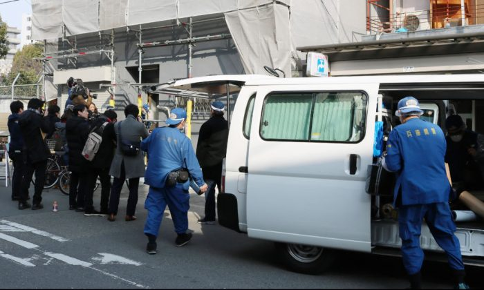 Hyogo prefectural police investigating an apartment where a decapitated head was found in Osaka on Feb. 25, 2018. Japanese police are questioning a US man in custody after a decapitated head was found in an Osaka apartment he was renting, local media reported on Feb. 25. (JIJI PRESS/AFP/Getty Images)