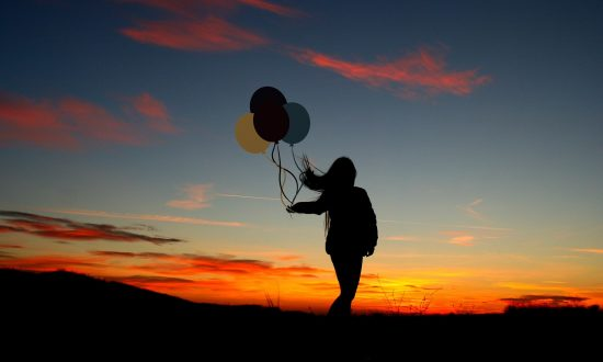 After Dad Passes Away, Daughter Sends Him Letters Tied to Balloons—Then Unusual Reply Comes